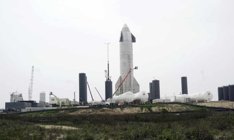 El prototipo de la nave espacial SN15 de SpaceX está en la plataforma de lanzamiento, en Boca Chica, Texas, esta semana.