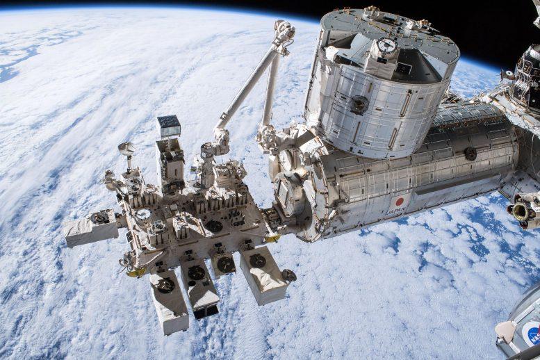 Cargas útiles de observación de la Tierra adjuntas a la Unidad Experimental Japonesa