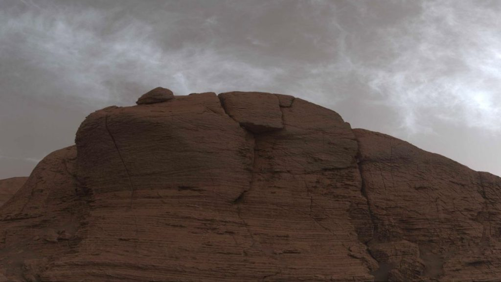 La sonda Curiosity de la NASA detecta nubes extrañas y coloridas en la superficie de Marte
