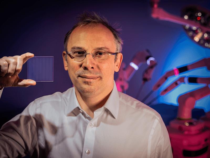 Un nuevo experimento de Microsoft ve datos de salud codificados en un trozo de vidrio