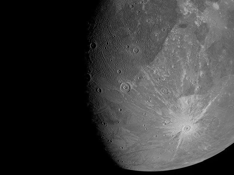 La nave espacial Juno captura impresionantes imágenes del enebro de Júpiter