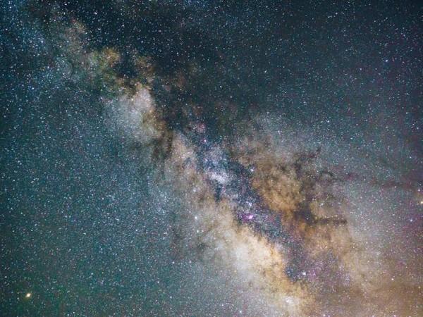 El descubrimiento de una estrella 'gigante parpadeante' en el centro de la galaxia denominada VVV-WIT-08