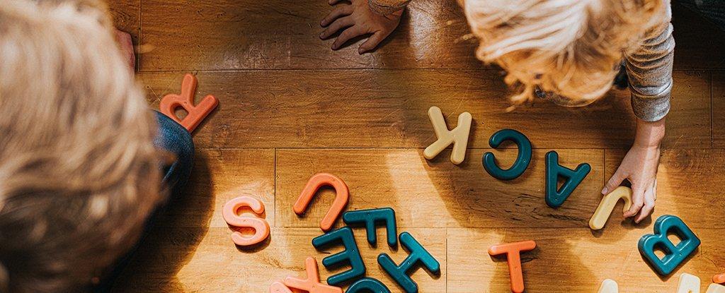 ¿Cómo saben los niños lo que significan las palabras?  El nuevo modelo de computadora tiene respuestas