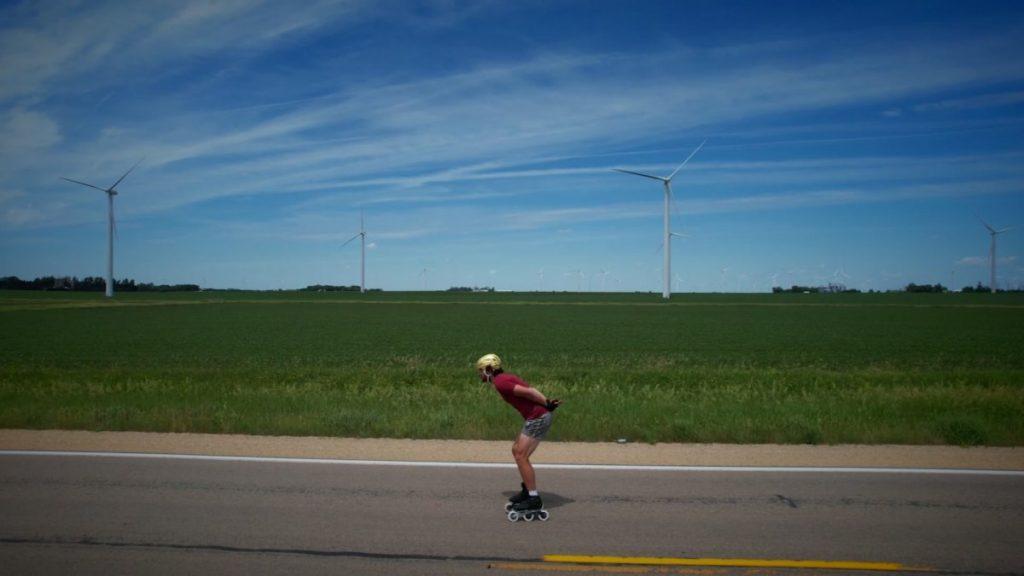 Stephen Jones patina en patines por todo Estados Unidos en un viaje de salud mental - NBC 5 Dallas-Fort Worth