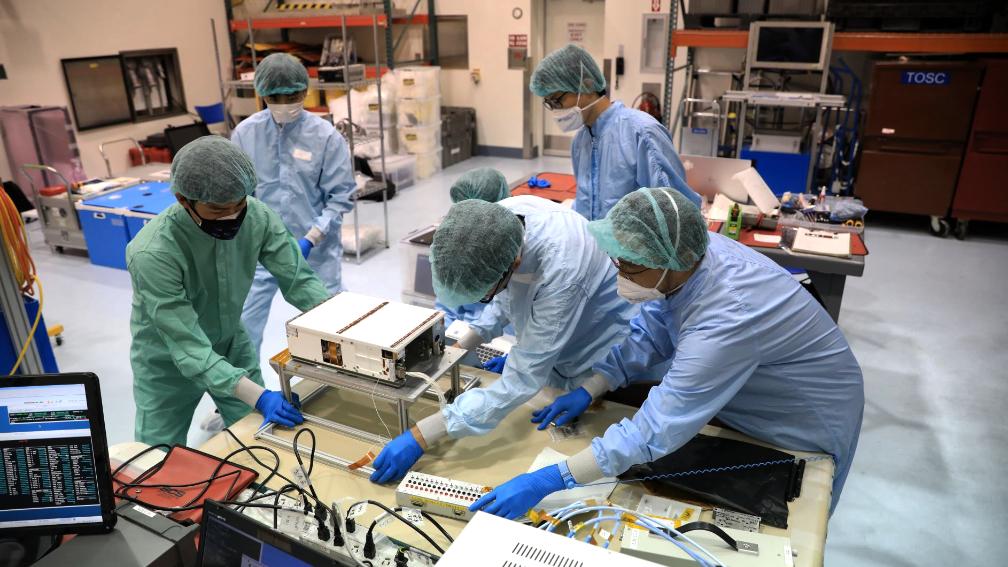 Space - La NASA está preparando tres cargas útiles más de CubeSat para su misión Artemis I - SatNews    Zoom Fintech