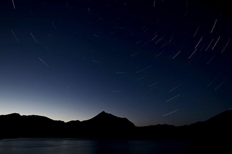 Meteoritos perseidas sobre el lago Birmania, España