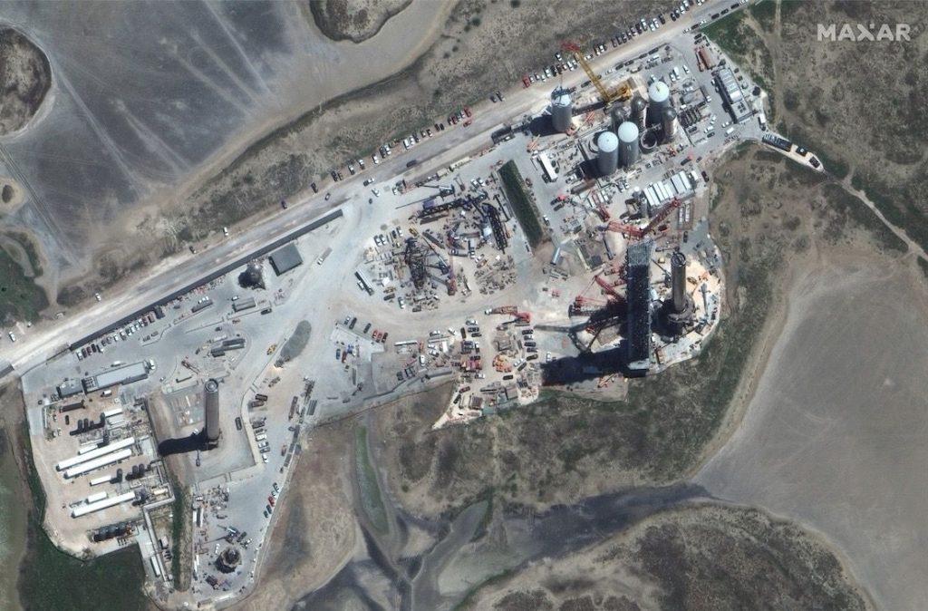 El cohete superpesado gigante de SpaceX visto desde el espacio en una imagen de satélite