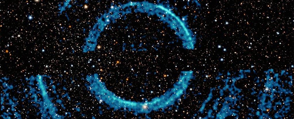 Enormes anillos de rayos X alrededor de un agujero negro revelan polvo interestelar oculto