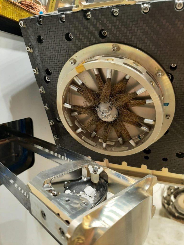 Entrega de muestra de simulación de terreno de Marte