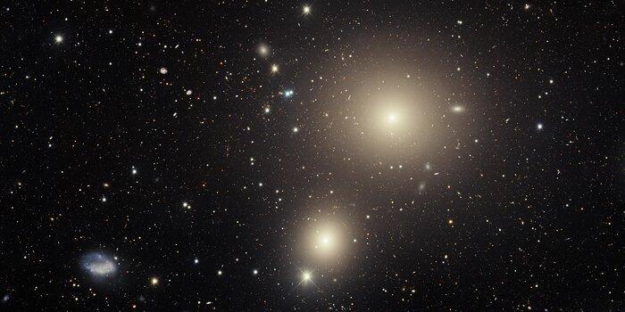 Telescopio en Chile captura una galaxia condenada ubicada en el corazón del Cúmulo Fornax