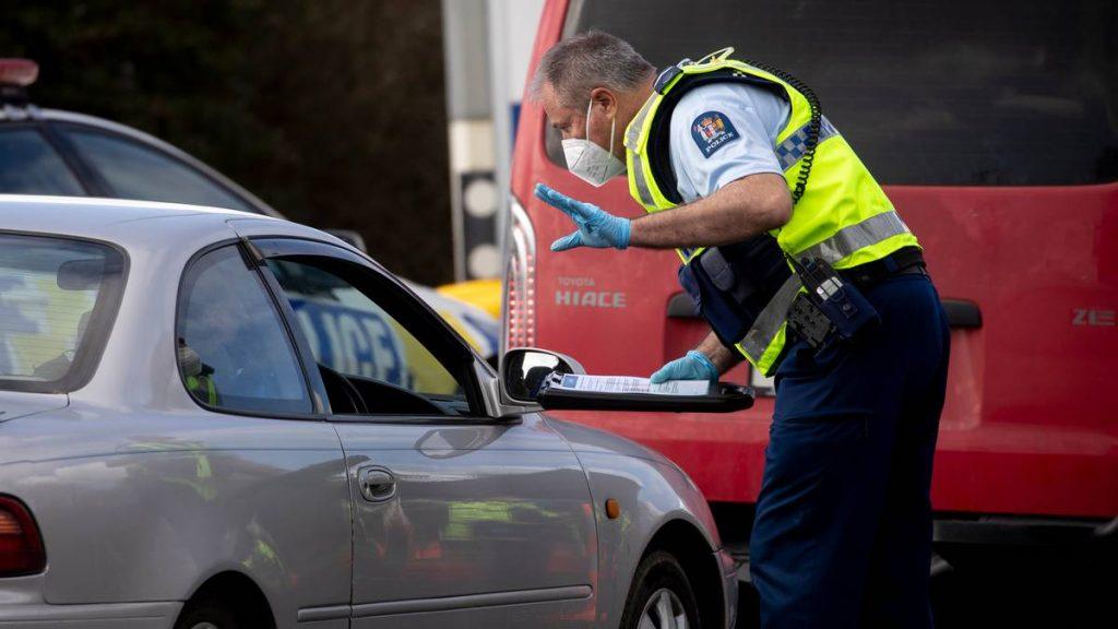 Brote de COVID-19 en el Delta: Tres habitantes de Aucklanders fueron remitidos a las autoridades sanitarias después del vuelo de Tauranga