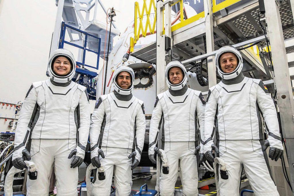 Astronautas en entrenamiento final para volar en la nueva cápsula de tripulación SpaceX - Spaceflight Now
