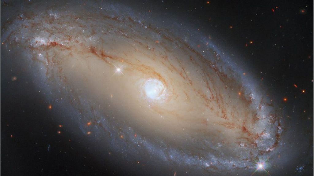 """El telescopio Hubble está observando el """"ojo"""" celestial, una galaxia con un núcleo increíblemente activo."""